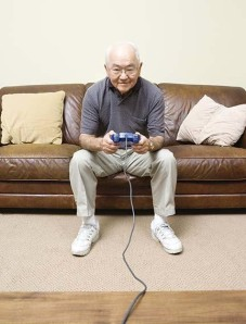 elderly_man_playing_video_games-e1310062170825